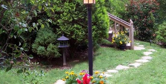 พลาดได้ไง! เทคนิคแต่งสวนด้วยโคมไฟหัวเสาสไตล์คลาสสิคและโมเดิร์น